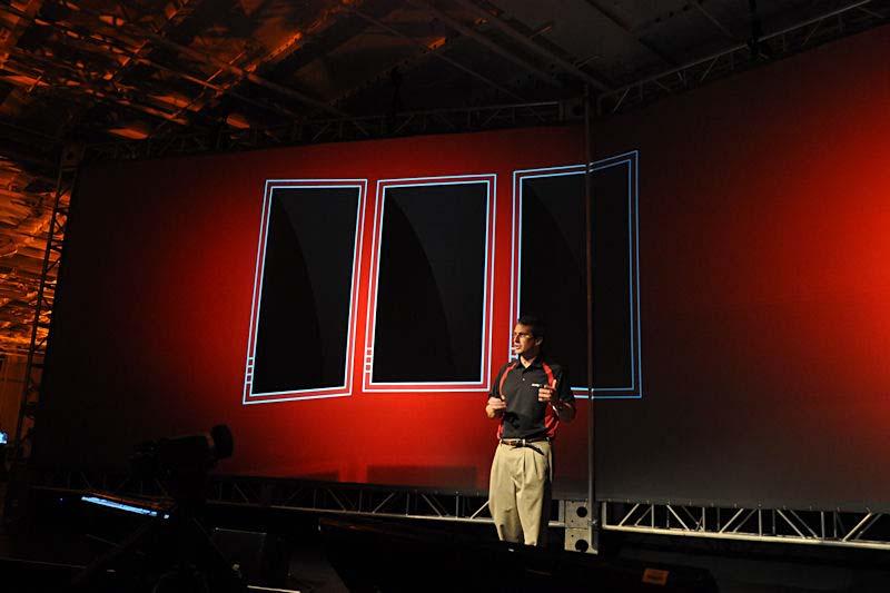 スライドで示されるように、最大6枚のディスプレイをさまざまなスタイルで配置することができる
