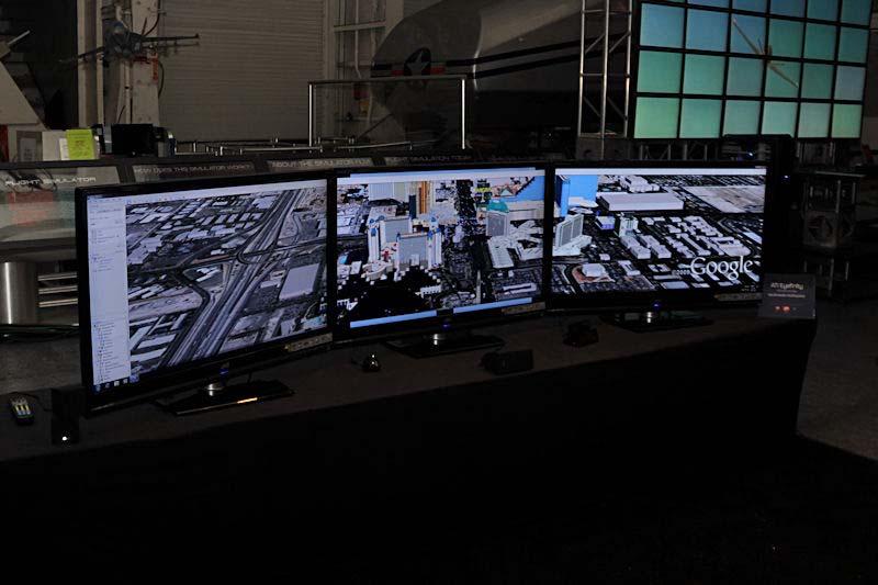 こちらは3画面でGoogle Earthを表示しているデモ。シングルディスプレイとの情報量の違いが分かりやすい