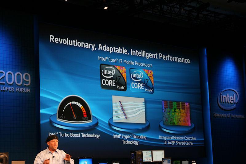 モバイル向けCore i7にも、デスクトップと同じようにIntel Turbo Boost Technology、HT Technology、統合型メモリコントローラが内蔵されている