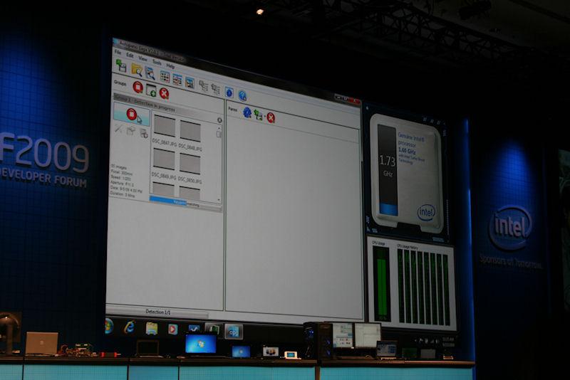 Intel Turbo Boost Technologyが有効だと、負荷に応じて自動でクロックが上がったり下がったりする
