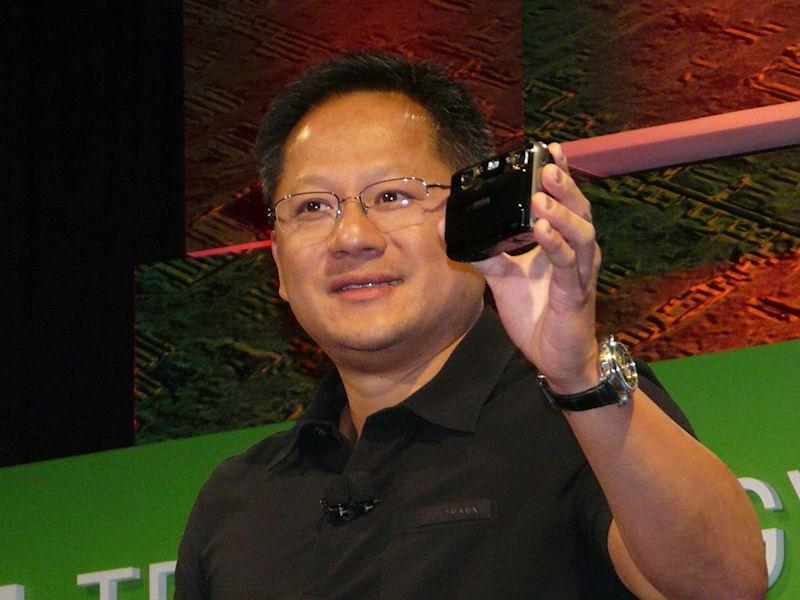 「FinePix REAL 3D W1」を紹介するフアン氏