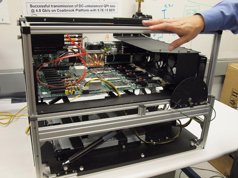 QPIを光技術で置き換える実験に用いられているCoalbrookプラットフォーム。すでに4.8Gbpsが達成されている