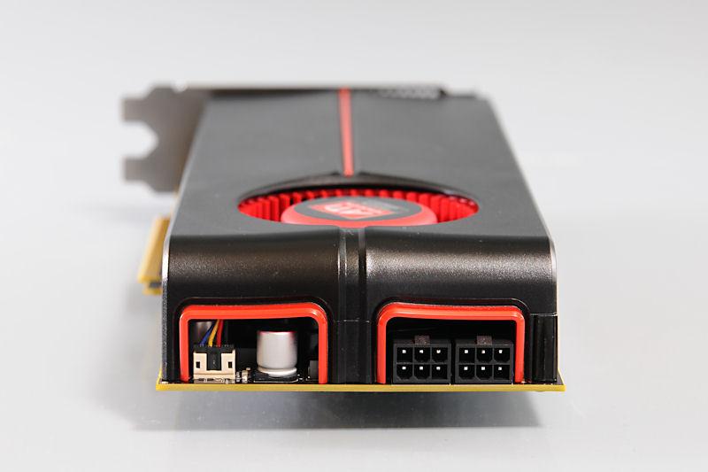 【写真3】電源端子はボード末端部に、6ピン×2を備える