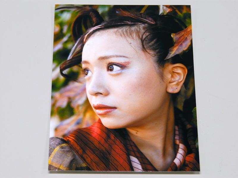 プリント結果。写真を選ぶ画面は時系列と並び順と2パターン、印刷もL判1枚約30秒。印刷は十分綺麗だ