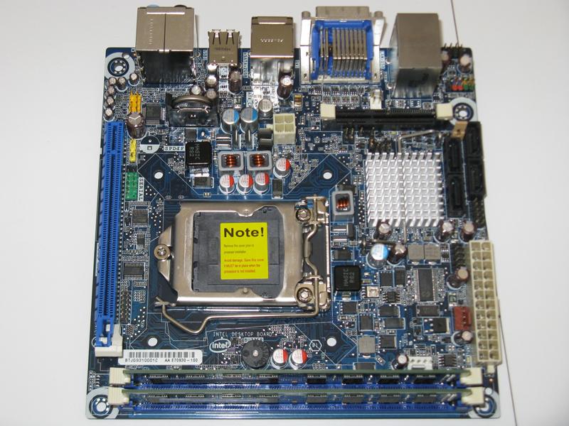 【写真2】LGA1156ソケットを備えたJet Geyser。チップセットとディスプレイコネクタの間に見えるソケットが、ONFI準拠のNANDフラッシュメモリモジュール用のものだが、製品化の際には取り除かれるという。