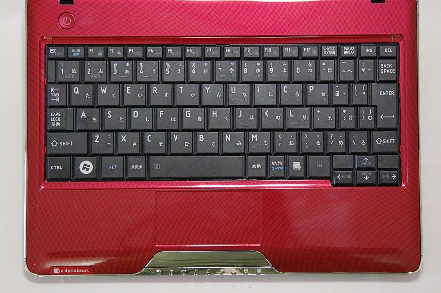 MX/33のキーボードは全85キーで、キーピッチは約19mm、キーストロークは約1.6mmである。ただし、「む」や「け」などの右側の一部のキーピッチは狭くなっている。また、右側のCtrlキーとAltキーは省略されており、「半/全」キーやFnキーの位置もやや変則的だ