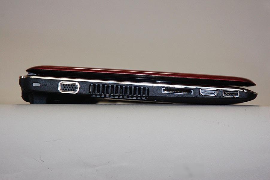 MX/33の左側面には、ミニD-Sub15ピン、ブリッジメディアスロット、HDMI出力、USB 2.0が用意されている