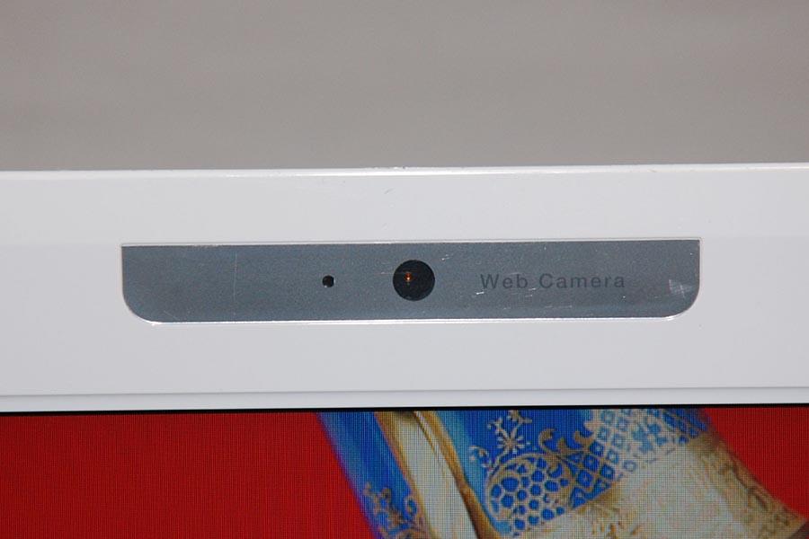 MX/43もMX/33と同じく、液晶の上部に約30万画素Webカメラを搭載している