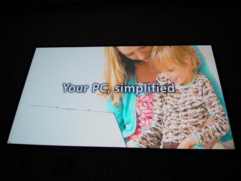 Windows 7のプロモーションビデオより。日本語では「あなたとPCに、シンプルな毎日を。」に訳されたタグライン