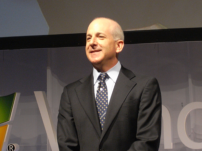 Windows and Windows Live Division, President, Steven Sinofsky氏