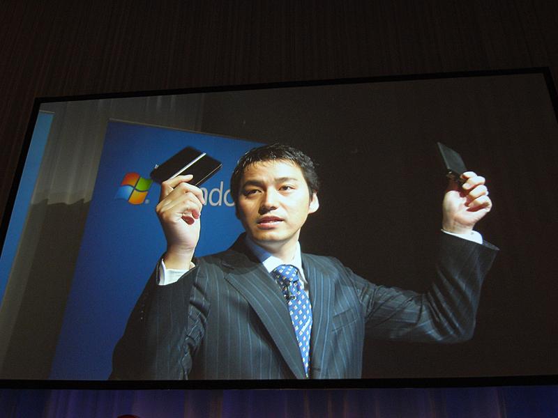 Windows 7のMedia Centerに対応するデジタルTVチューナ。右手がアイ・オー製、左がバッファロー製