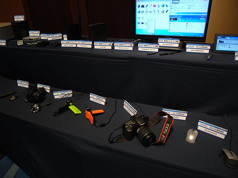懇親会会場には各社のPCやデバイスが一斉展示