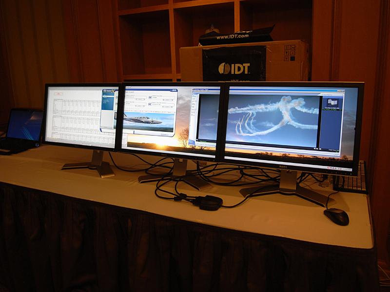 IDTのDisplayPort Hubのデモ。1つのDisplayPortから3つに分岐する