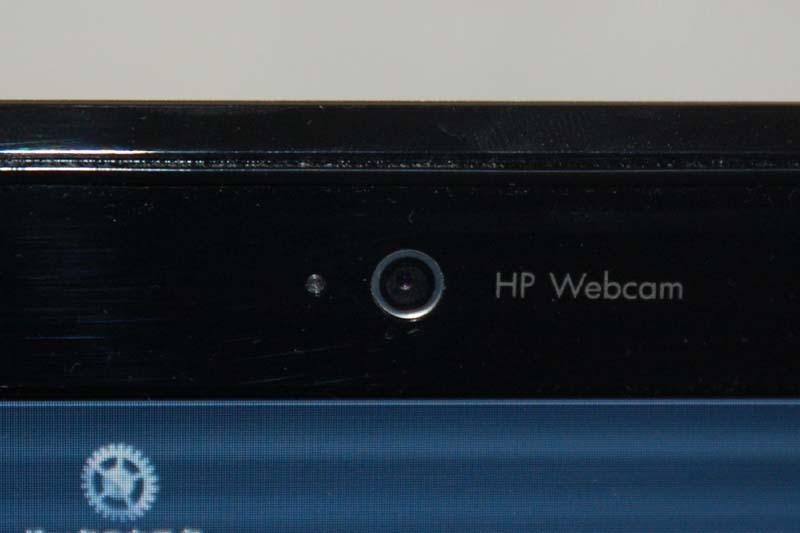 液晶上部にはVGA解像度のWebカメラが用意されている