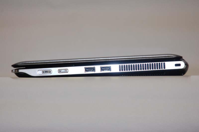 右側面には、電源スイッチ、ワイヤレス機能ON/OFFボタン、USB 2.0×2が用意されている
