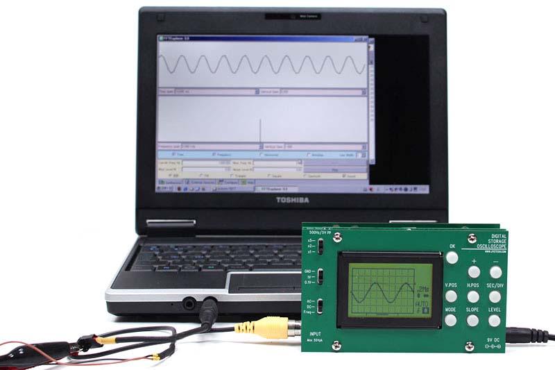 """正弦波の生成には<a href=""""http://www.arachnoid.com/FFTExplorer/"""">FFTExplorer</a>というJavaアプレットベースのソフトウエアを使いました。このようにパソコンの出力を観察してみるのも楽しいです"""