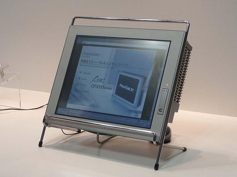 Windows Embedded CE 6.0 R3を搭載したタッチパネル・ディスプレイ(参考出品)。株式会社デジタルが試作した。12.1型SVGAのフルカラー液晶タッチパネル・ディスプレイである。メインCPUはARM系。ET2009のマイクロソフト展示ブースで撮影。