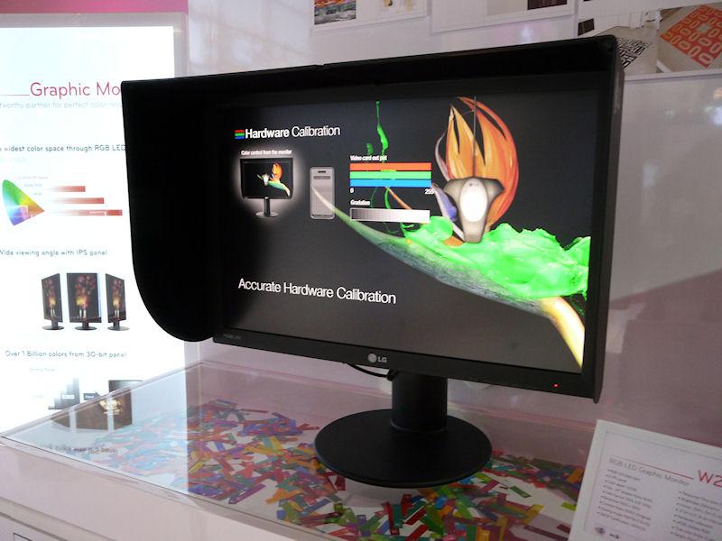 M2420R。24型、1,920×1,200ドット、6ms、250cd/平方m、1,000:1、178/178度、HDMI、DVI-I、DVI-D、USB、S-IPSパネル、12bit LUT、内部16bit処理、10億色表示、ハードウェアキャリブレーション、sRGB/Adobe RGB対応、ピボット対応