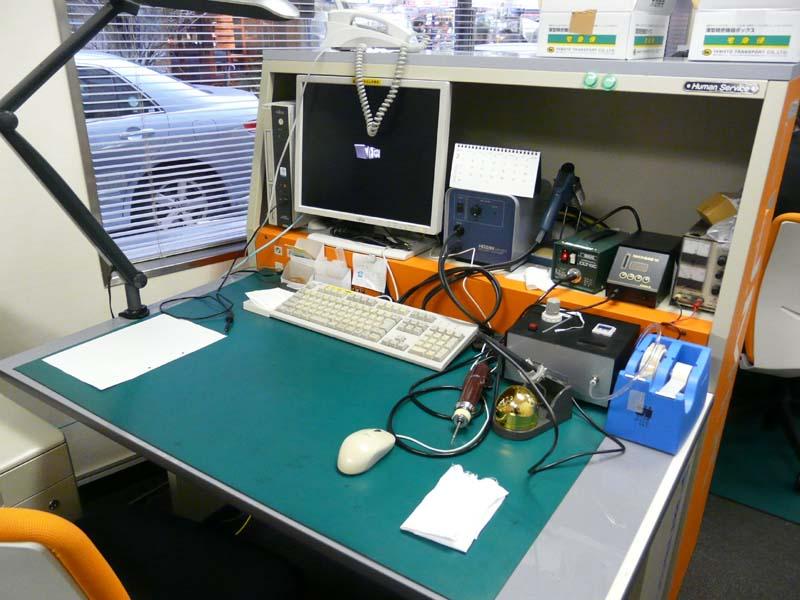 LUMIX修理コーナー。修理のための工具が用意されている