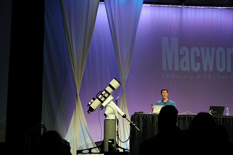デモンストレーションが行なわれたBest of Showの会場で、天体望遠鏡がぐるっと動いた際には会場から大きな歓声が沸き起こった。ちなみにSky-Fiのアダプタは単3乾電池4本で約8時間の利用が可能らしい。ひと晩の観測には充分ということだろう