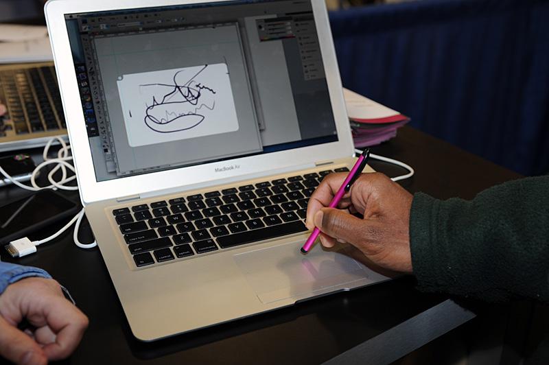 本格的なタブレットというわけにはいかないが、ちょっとしたお絵かきなら十分に楽しめそうだ。なによりMacBookのトラックパッドがタブレットになるというのが面白い。画面ではグレーアウトしていないところが描画エリアとなる