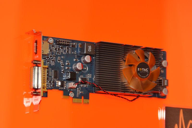 ZOTACの「ION Graphics Card」。GT218を用いたPCI Express x1接続ビデオカードで、コアクロックは589MHz、メモリクロックは790MHz。512MBのDDR3メモリを搭載する。SP数については不明とされた