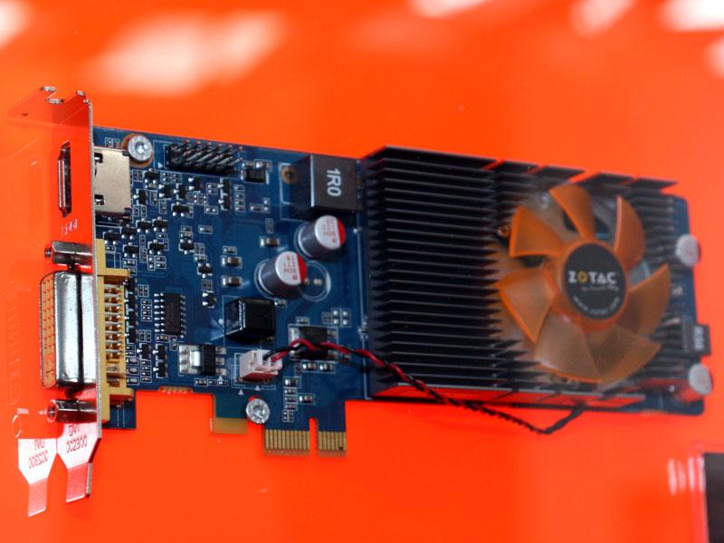 ZOTACのIONビデオカードの出力、DVIとHDMIがサポートされている