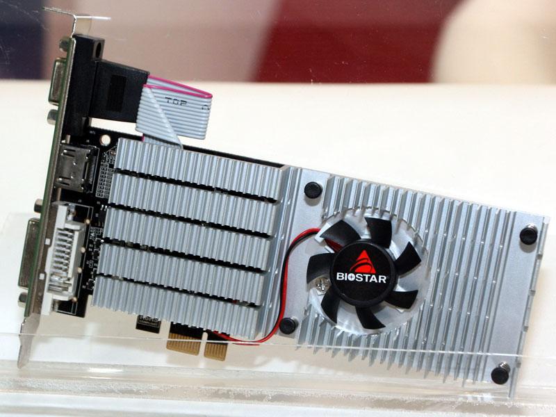 BIOSTARのPCI Express x1ビデオカード。こちらはGeForce GT 210になるので、Optimusは利用できない