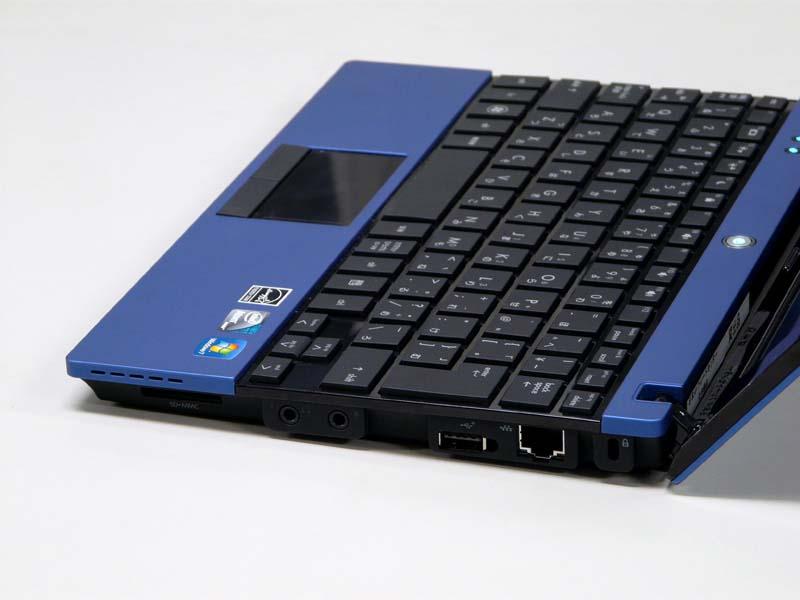 右側面。ロックポート、有線LAN、USB 2.0×1、オーディオIN/OUT、SDカードリーダ