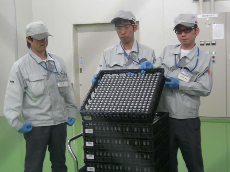 組立が完了したリチウムイオン電池