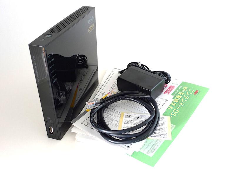 同梱物。本体、LANケーブル、ACアダプタ、マニュアル、DSとWiiの接続ガイドなど