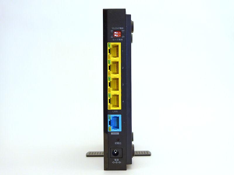 背面。マルチAP機能スイッチ、ルーター機能スイッチ、Gigabit Ethernet×4およびWANポート×1が並ぶ