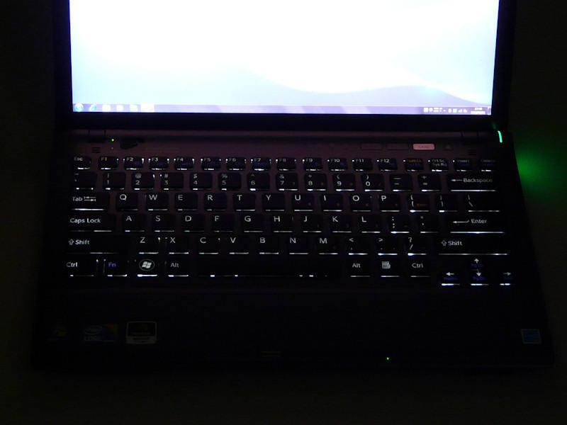キーボードのブラックライト。自動的にふわっと点灯/消灯する