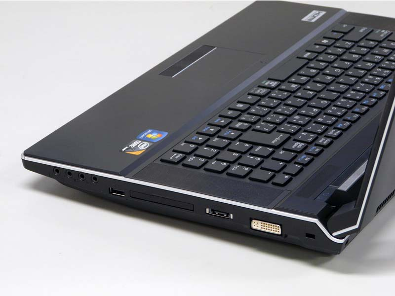 右側面。ロックポート、DVI-I、eSATA、ExpressCard/54、USB 2.0×1、各種オーディオIN/OUT