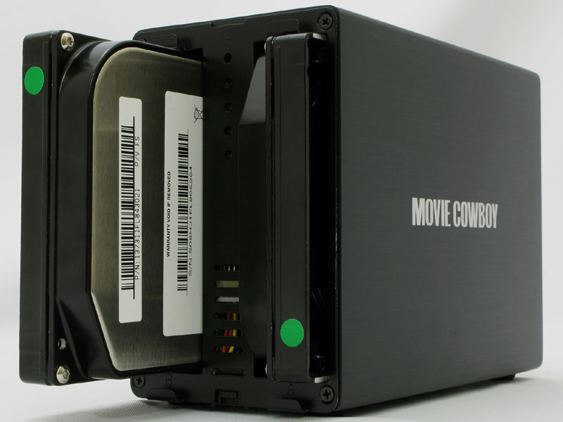 SATA HDDを2台セットできる(HDDは別売)