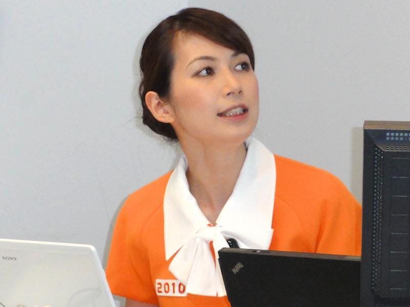 冴子先生自らPCを操作してOffice 2010をデモ