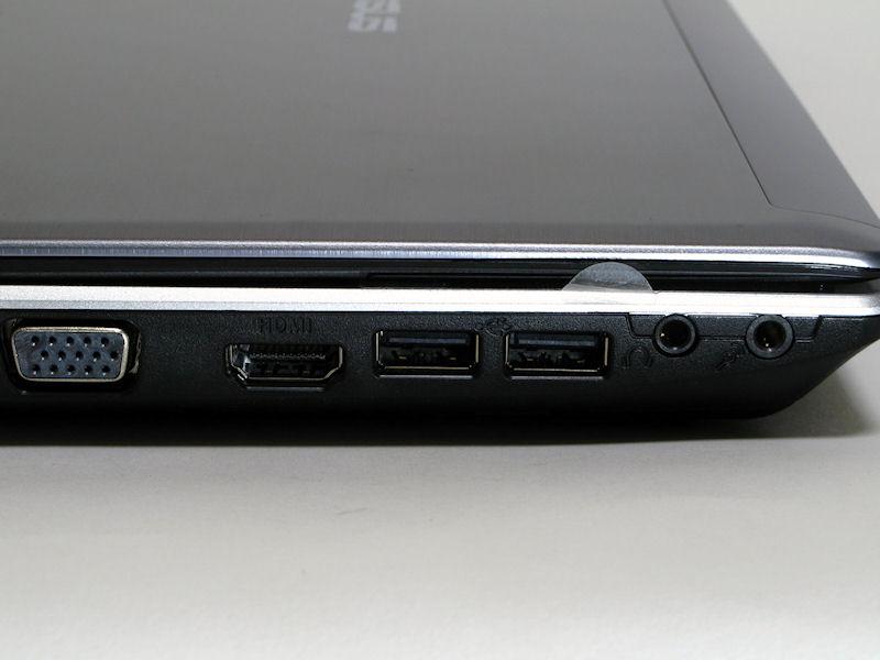 左側面のインターフェイスはミニD-Sub15ピン出力、HDMI出力、USB 2.0×2基、ヘッドフォン/マイクのオーディオ入出力端子