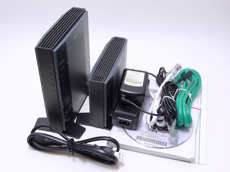 同梱物は、本体、ACアダプタ、電源ケーブル、LANケーブル、マニュアル類、CD-ROMなど