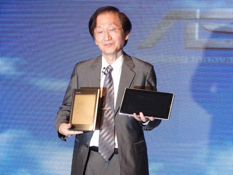 新製品を紹介するASUSTeK会長のJonney Shih氏