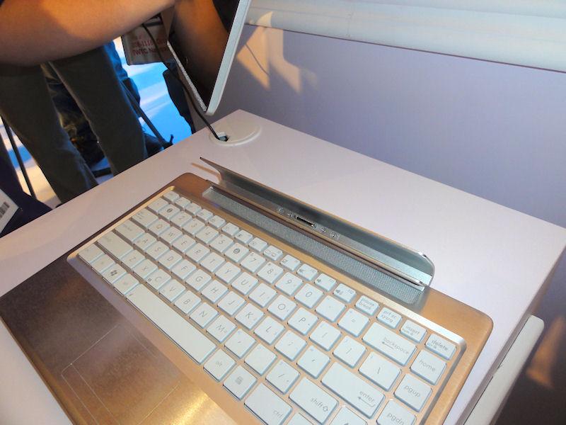 ノートPCスタイルにするためのドック
