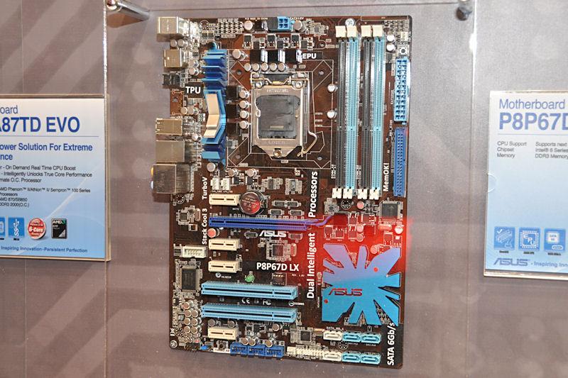 「P8P67D LX」。無印版よりさらに機能が絞られており、eSATAが省かれているのが目に留まる