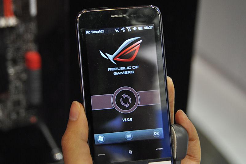 Bluetooth接続したスマートフォンからのオーバークロック設定も可能。Windows MobileとiPhoneに対応している