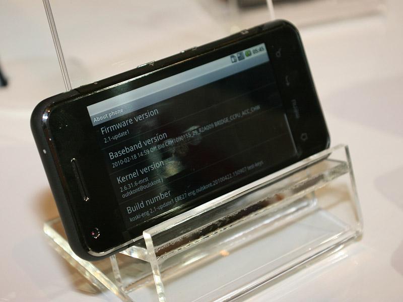 Intelが公開したIntel Atom Z6xxを搭載したスマートフォンのリファレンスプラットフォーム。OSはAndroidが動作していた