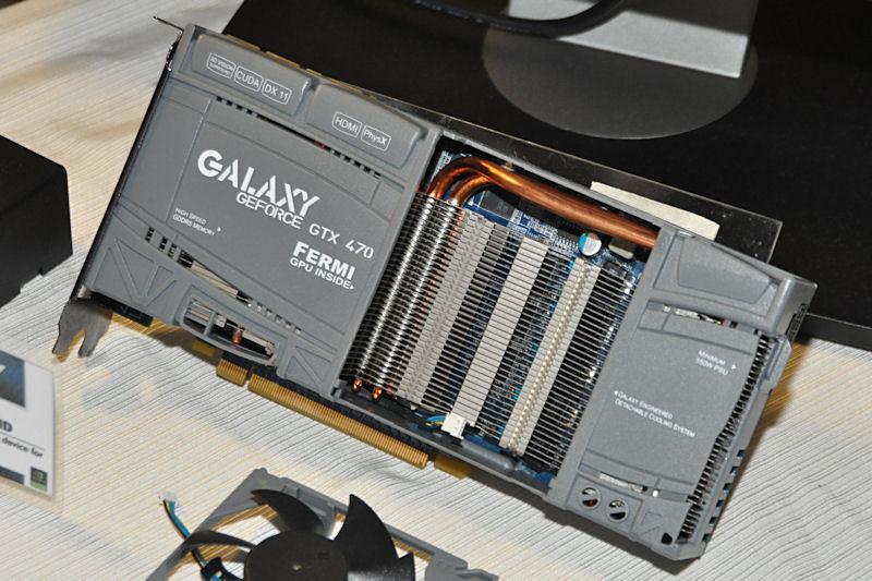 このファン開閉ギミックをさらに発展させて、ファンを交換可能としたGeForce GTX 470搭載製品