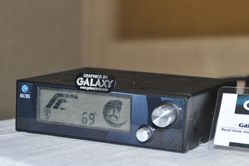 5インチベイに装着してオーバークロックやモニタリングを行う「Galaxy Magic Box HD」