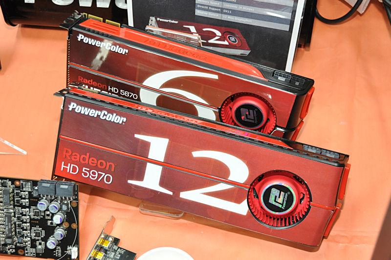 12画面出力に対応するRadeon HD 5970 Eyefinity 12 Edition。ボード表面に出力可能なディスプレイ数が大きく書かれる