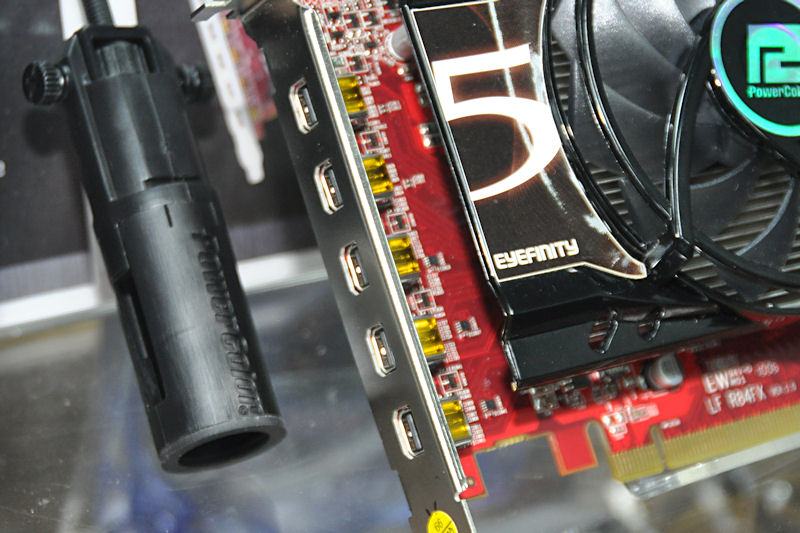 Mini DisplayPort×5基を備える