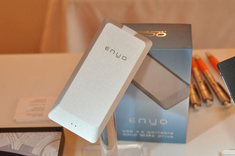 USB 3.0接続の外付けSSD「Enyo」。性能とともにスリムなデザインも特徴として挙げていた