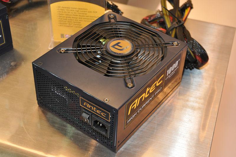 HIGH CURRENT PROの1,000Wモデル。上部に135mmファンを備えるデザイン