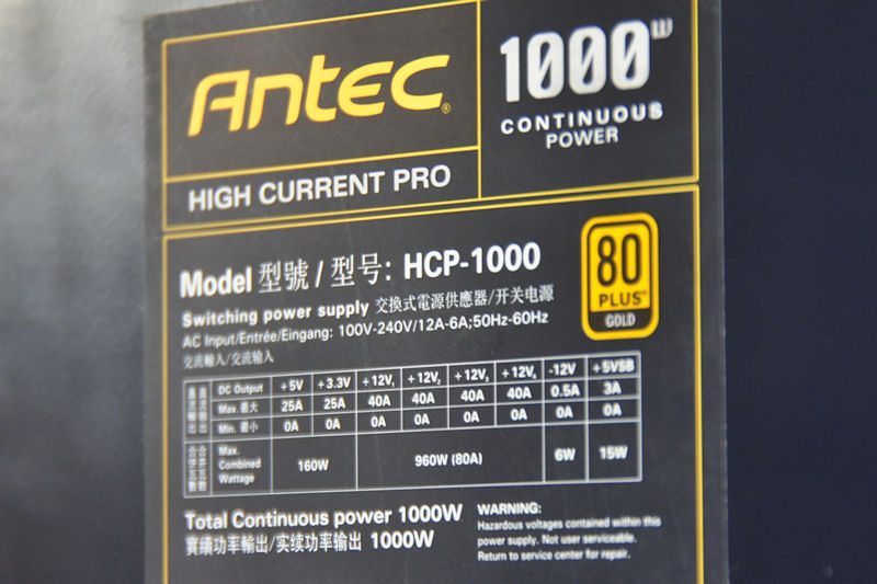 1,000Wモデルの仕様。12Vは40A×4で960Wの出力を持つ
